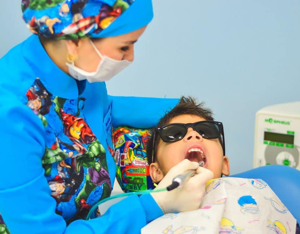 kinderen naar de tandarts